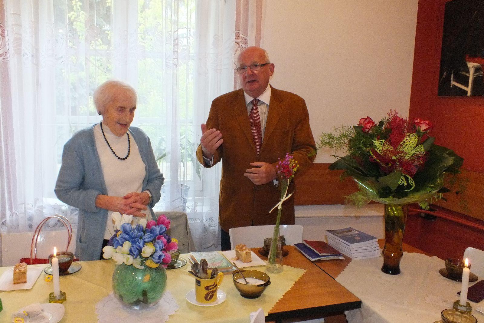 Oglądasz obraz z artykułu: Sto Lat w 93 urodziny.