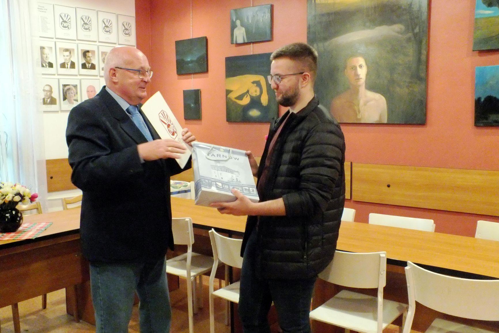 Oglądasz obraz z artykułu:   (Nie) Obecność  wystawa Fryderyka Kądzieli w Galerii Paleta ZNP