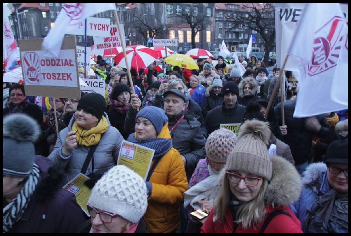 Oglądasz obraz z artykułu: Pikieta nauczycieli w Katowicach.
