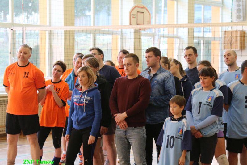 Oglądasz obraz z artykułu: Ciekawy turniej siatkówki - ' Absolwenci' najlepsi!
